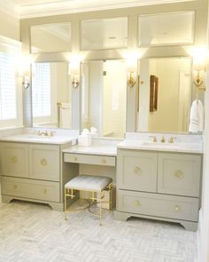 Decorating Tips for a Traditional Bathroom Bathroom Renos, Bathroom Layout, Bathroom Interior Design, Master Bath Layout, Master Bathroom Vanity, Modern Bathroom, Master Bedroom, Master Suite, Bad Inspiration