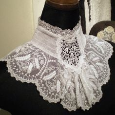 I love this lace collar.I feel choked with something that high on my neck. Antique Lace, Vintage Lace, Victorian Lace, Vintage Jewelry, Diy Lace Collar, Victorian Fashion, Vintage Fashion, Lace Outfit, Pearl And Lace