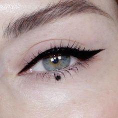 eyeliner styles for big eyes ; eyeliner styles for hooded eyes ; eyeliner styles simple step by step ; eyeliner styles different Makeup Trends, Eyeliner Trends, Makeup Inspo, Makeup Art, Makeup Inspiration, Beauty Makeup, Makeup Ideas, Eyeliner Styles, Diy Beauty