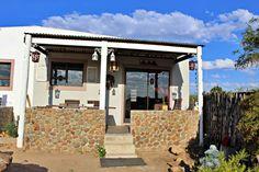 Hermajante Kothuis is in die klein dorpie Moorreesburg geleë en dit is ideaal vir 'n rustige wegbreek op die platteland.