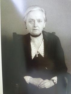 מעצבת בגדים 1932