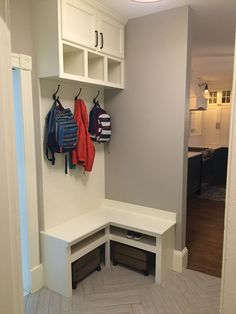 65 Farmhouse Mudroom Bench Ideas