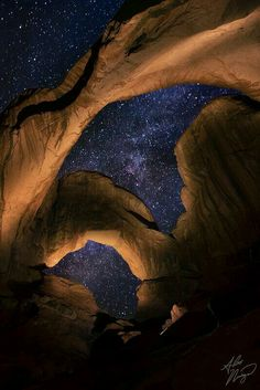 Milky Way seen through Double Arch, located in Utah's Arches National Park, under the night sky. Photo taken by Alex Noriega All Nature, Amazing Nature, Science Nature, Alex Noriega, Beautiful World, Beautiful Places, Beautiful Sky, To Infinity And Beyond, Belleza Natural