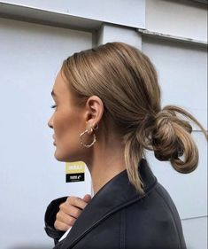 Huge 2020 Hairstyle List: The 9 Hottest Trends To Be Obsessed With Messy Bun Curly Hair, Messy Bun Hairstyles, My Hairstyle, Pretty Hairstyles, Curly Hair Styles, Hair Inspo, Hair Inspiration, Good Hair Day, Hair Looks