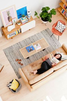 This organic modern living room reveal is a great makeover with eclectic accessories and DIY artwork. Living Room Modern, Home Living Room, Living Room Decor, Sala Vintage, Vintage Modern, Interior Design Trends, Interior Inspiration, Sweet Home, Piece A Vivre