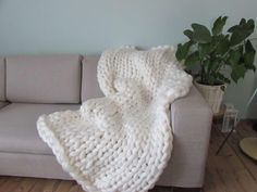 Paturica giganto Off white - hand knit chunky blanket 120x120