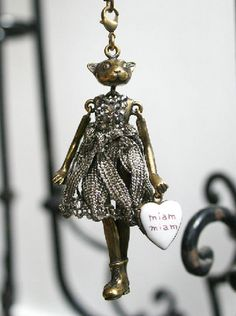 Servane Gaxotte cat pendant.