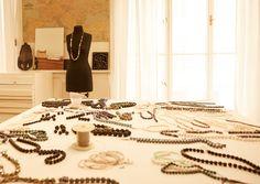 FLORIAN JEWELERY FLorian Jewelry ist Modeschmuck im obersten Segment von High-Fashion und Avantgarde-Mode. Die überraschenden Materialkombinationen und originellen Formen erregen seit 2005 weltweit Aufsehen. Avantgarde Mode, Florian, High, Animal Print Rug, Design, Products, Home Decor, Art, Fashion Jewelry