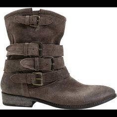 Matisse brown ankle booties Suede ankle booties. Only worn maybe 4 or 5 times. Matisse Shoes Ankle Boots & Booties