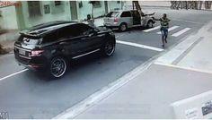 Câmeras registram momento em que goleiro Jefferson tem carro roubado por criminosos