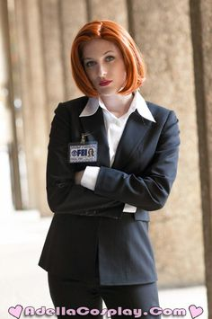 "Damn. That's some good cosplay. DANA SCULLY COSPLAY. IM IN LOVE. Now where is mulder when you need 7 seasons of ""why aren't they dating"""