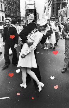 WHBC-GR: Το πιο διάσημο φιλί στον κόσμο έγινε άγαλμα