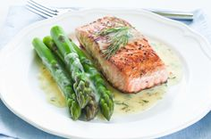 Recipes for Your Daily - Nhorecipe: Baked Salmon with Asparagus Recipe Dill Sauce For Salmon, Salmon And Asparagus, Asparagus Recipe, Fresh Salmon Recipes, Baked Salmon Recipes, Low Carb Recipes, Diet Recipes, Healthy Recipes, Easy Dinner Recipes