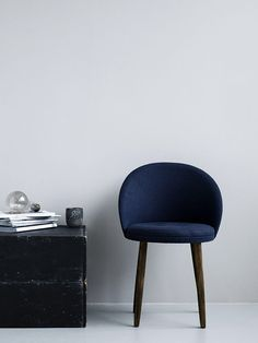 royal blue beauty. Adore this chair.