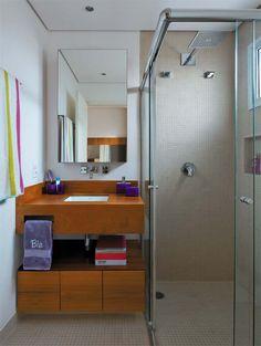 :-)  http://casa.abril.com.br/materia/banheiro-pequeno-parecer-maior#4