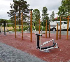 Treningsapparater for utendørs bruk som er utviklet for å stimulere til fysisk aktivitet. Apparatene kan plasseres i gruppe eller som treningsposter langs en tursti, på et friområde eller i kombinasjon med en lekeplass eller idrettspark. Et flott løft for et uteområde.
