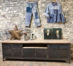 Quel meuble tv industriel choisir pour un salon aux airs datelier?