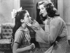 Virginia Weidler and Katharine Hepburn in one of my favorite scenes from The Philadelphia Story The Philadelphia Story, Golden Age Of Hollywood, Classic Hollywood, Old Hollywood, Vintage Movie Stars, Vintage Movies, Cary Grant, Katharine Hepburn Spencer Tracy, World Movies