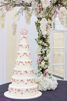 luxe wedding cake by Elizabeth's Cake Emporium.