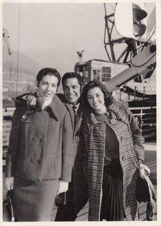"""Antonio """"EL Bailarín"""". Llegada a Capetown 1959, Rosita Segovia,(a su derecha) y Carmen Rojas (a su izquierda), quienes fueron sus parejas de baile en su propia compañía """"Antonio y su Ballet Español"""""""