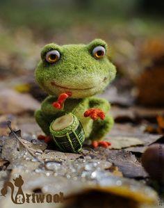 """Войлочная игрушка """"Лягушонок — маленький барабанщик"""" — работа дня на Ярмарке Мастеров ➡ http://www.livemaster.ru/item/4420075"""