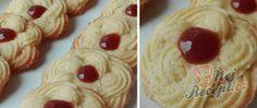 Nebe v hubě - kakaová kolečka s poctivým máslovým krémem | NejRecept.cz Waffles, Pancakes, Toblerone, Czech Recipes, Eid, Baking Recipes, Sweet Tooth, Pudding, Cookies