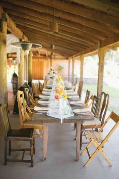 wooden farm table with mix and match chairs | Gracie Blue #wedding
