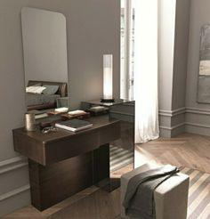coiffeuse conforama en bois foncé et un grand miroir
