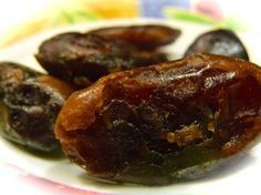 Diabetic Friendly Snack.    Dried dates are a great tasting snack.  Dates are an exotic fruit originally grown on the banks of the nile.     They are sweet and filling.  If you want a snack the is packed with goodness then ensure that you eat dates which are dried without any added sugar and don't contain any added sugar.      Great snack with a low GI of around 35 as long as there is no added sugar.    This is a great and tasty snack choice and safe for diabetics.