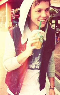 I wanna have a Starbucks date with you pleaseee? ;) xxxx.