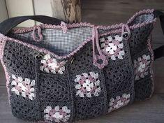 Eindelijk is m'n tas af.... Ik had bij jullie al zulke leuke tassen voorbij zien komen...dat wilde ik ook... ik heb deze Granny squares tus...