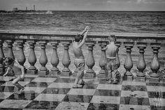 Io ce la metto tutta a lavorare con foto di montagna va sempre a finire che mi fanno schifo. Poi mi imbatto quasi per caso (o forse no) in scatti estivi e finalmente vedo cosa devo fare.  Quando si dice che una cosa non la si può vedere neanche in foto... :) #wind #vento #nave #ship #mare #sea #livorno #toscana #tuscany #volgolivorno #volgotoscana #volgoitalia #igerslivorno #igerstoscana #igersitalia #tuscanypeople #instalike #instalife #instamoment #fotografia #photography…