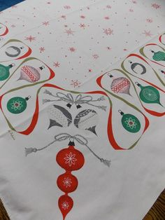 US $45.99 Used in Collectibles, Linens & Textiles (1930-Now), Table Linens   Awesome tablecloth!