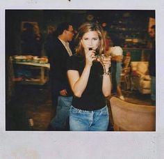 Polaroids taken on the set of 'Friends', 1995 Serie Friends, Friends Cast, Friends Episodes, Friends Tv Show, Just Friends, Rachel From Friends, Jennifer Aniston, Friends Scenes, Friends Moments