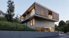 Neues aus Vorarlberg: Das Wohnhaus eines Architekten und seiner Familie fügt sich nahtlos in die ländliche Umgebung des Pfänderhangs ein.