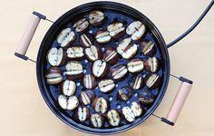 A gesztenyesütés titka / Éva Magazin chestnut Blueberry, Autumn, Fruit, Diy, Food, Berry, Fall Season, Bricolage, Essen