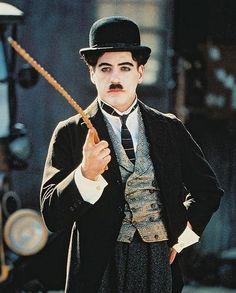 Robert Downey Jr. de Charlie Chaplin in Chaplin 36x28cm Photo couleur: Amazon.fr: Cuisine & Maison