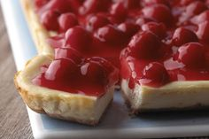 Enjoy the luscious, super-dense texture of these New York Cheesecake Bars. PHILADELPHIA New York Cheesecake Bars are rich and topped with cherries. Cheesecake Squares, Best Cheesecake, Homemade Cheesecake, Cheesecake Recipes, Dessert Recipes, Classic Cheesecake, Fluffy Cheesecake, Caramel Cheesecake, Cheesecake Cookies