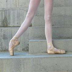 Arch. Instagram photo by Só bailarinos • Jan 12, 2016 at 11:38 PM. #Ballet_beautie #sur_les_pointes *Ballet_beautie, sur les pointes !*