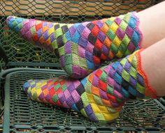 Oh if only I could knit socks. or entrelac. Ravelry: Lonely Socks Club: Entrelac Sock pattern by Natalia Vasilieva Crochet Socks, Knitting Socks, Knit Crochet, Knit Socks, Knitting Needles, Knitting Projects, Knitting Patterns, Crochet Patterns, Crochet Ideas