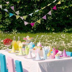 Καπελάκια πάρτι, γιρλάντες και όσα θα χρειαστείς για ενα επιτυχημένο πάρτι Bachelorette Party Supplies, Engagement Decorations, Happy Birthday Candles, Bbq, Party Cups, Maid Of Honor, Table Decorations, Pink, Products