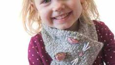 Knit an adorable Pretty Kitty Cat Hat for your little one with this cute and easy knitting pattern! This cute little kitty hat is one of my all time most popular patterns and it's so easy to knit! Easy Scarf Knitting Patterns, Hat Patterns, Toddler Scarf, Cat Scarf, Loop Scarf, Knitted Hats, Pretty Kitty, Cat Hat, Comfy