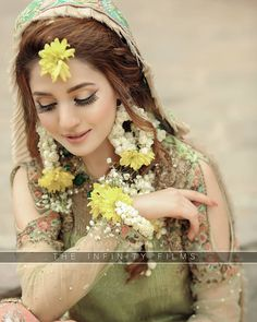 Inbox us for your bridal makeup, dress designing, photography inquiries, shoutou. - My list of the most creative makeup secrets Bridal Hairstyle Indian Wedding, Pakistani Bridal Makeup, Bridal Mehndi Dresses, Pakistani Wedding Outfits, Bridal Dress Design, Bridal Mehndi Designs, Bridal Outfits, Pakistani Dresses, Indian Outfits