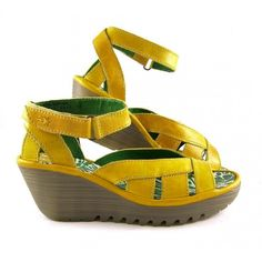 Yellow summer girl-shoes!