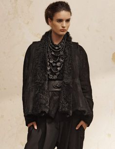 Leave the city behind in our Reversible Shearling Gilet, a piece that is truly incomparable.