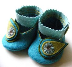 Absolutely adorable - Peacock Felt Baby Booties - $25.50