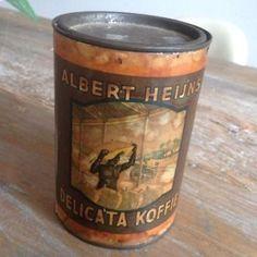 Albert heijn,s koffie blik met inhoud behoorlijk oud vooroorlogs kijk ook eens bij mijn andere oude verpakkingen,blikken en oude reklames.