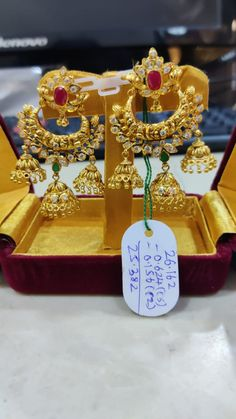 Jhumka Designs, Gold Earrings Designs, Gold Jewellery Design, Diamond Jewelry, Gold Jewelry, Ear Cuff Jewelry, Gold Jhumka Earrings, India Jewelry, Ear Rings