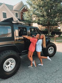 There's no one like your BFF! They will always have your back and get you through the good & the tough times. Here some cute phot ideas for that BFF goal! Cute Friend Pictures, Best Friend Pictures, Cute Pictures, Friend Pics, Vsco Pictures, Cute Friends, Best Friends, Friends Shirts, Friends Forever
