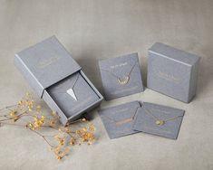 New Jewerly Packaging Diy Bijoux Ideas Necklace Packaging, Jewelry Packaging, Gift Packaging, Packaging Design, Packaging Ideas, Brand Packaging, Packing Jewelry, How To Make Necklaces, Diy Necklace
